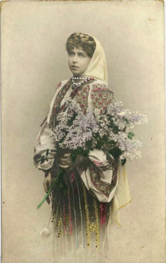 regina-maria-a-romaniei-costum-popular-18